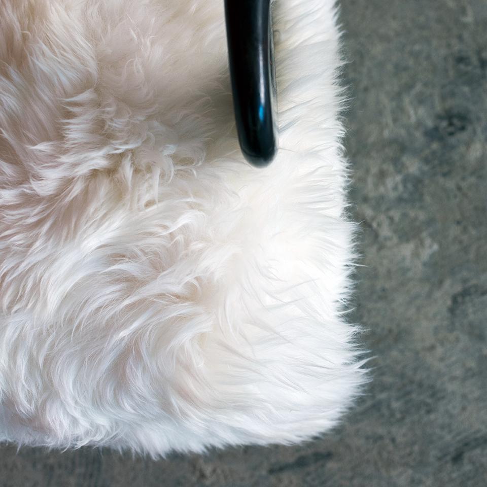 Italian Modern Sculptural Lounge White Fur Chair