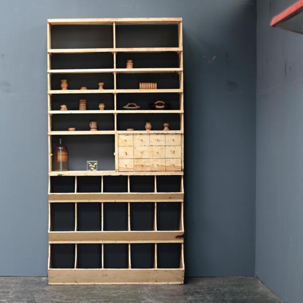 コーヒーショップの棚