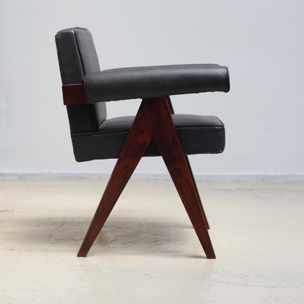 Committee Chair with black leather  by Pierre Jeanneret ジャンヌレ
