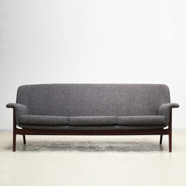 Long Sofa OM5002 by Isamu Kenmochi