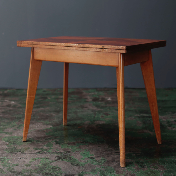 ジャンヌレ ペリアン テーブル
