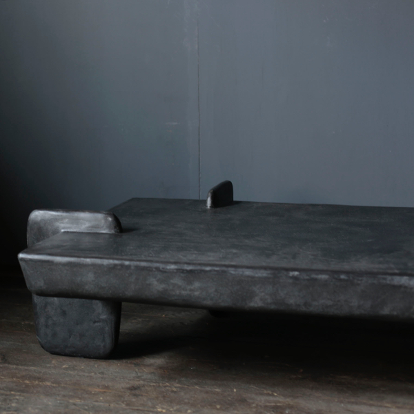 Concrete Table with minimal form by x+l